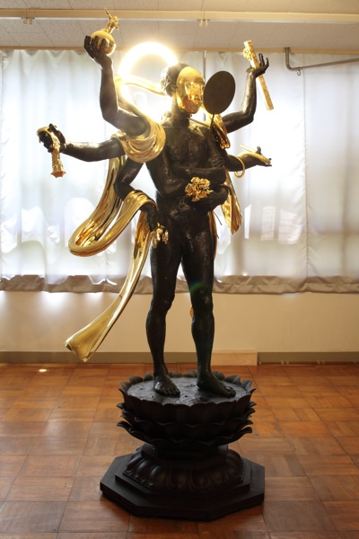 """The Creature of Induction"", 2010, 239 x 147 x 90 cm, Cast iron, gold leaf on resin, electric light"
