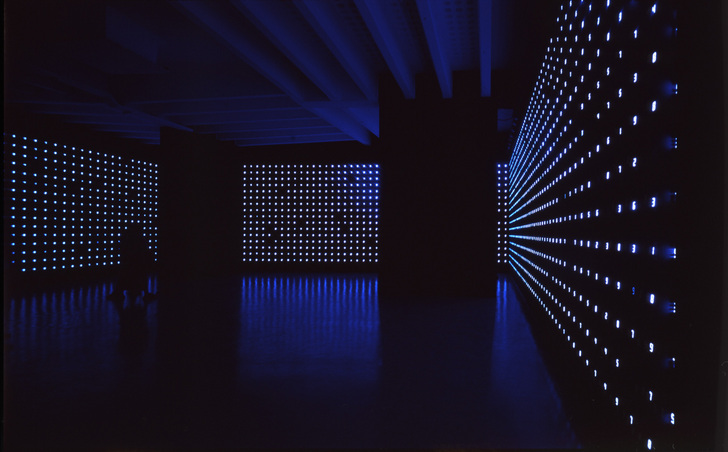 &quot;MEGA DEATH&quot;, 1999, h.4.5 x 15.3 x 15.3 m (installation),<br>LED, IC, electric wire, sensor, etc, <br>Installation view at the Japan Pavilion, The 48th Venice Biennale