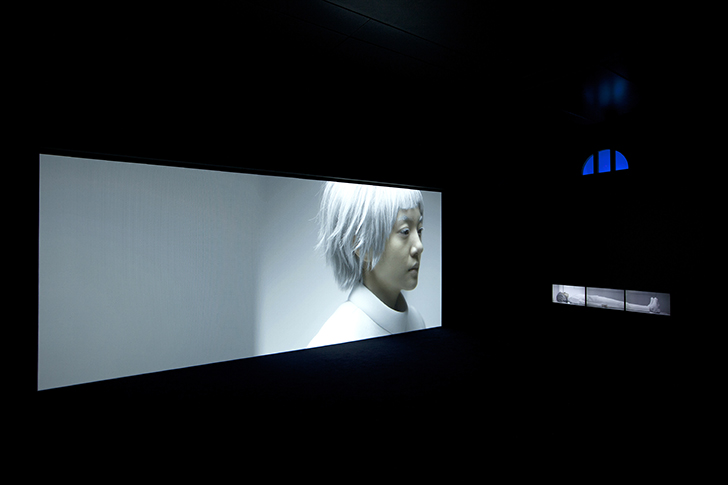 &quot;The Ways of Folding Space and Flying&quot;, 2015, 7 channel HD video and sound installation, 10 min 30sec.<br>Installation view at Korean Pavilion, Venice Biennale, Italy<br>