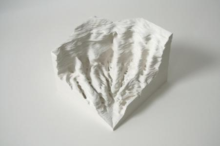 安部典子「A piece of Flat Globe Vol. 8」、2009年、Cut on Yupo, glue、11.5 x 15.5 x 17 cm