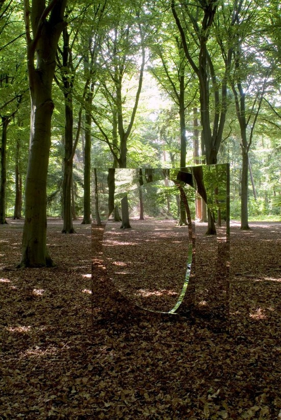 &quot;3-Dimensional Circle&quot;, 2007, Rimex Super Mirror, steel, 200 x 140 x 140 cm, <br>photo by Drik Pauwels