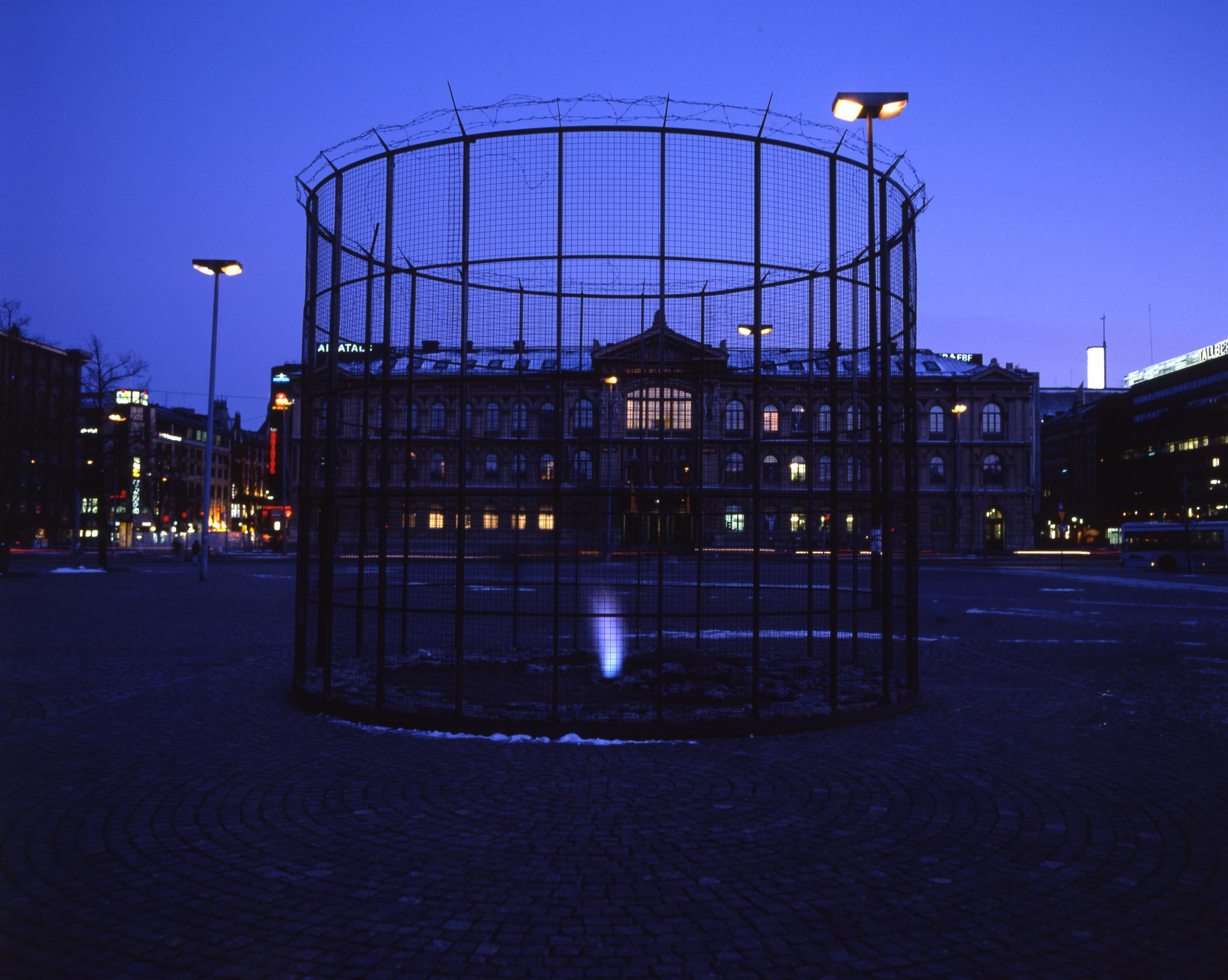 """Tries"", 1995, 700×500cm、Exhibitions View in Helsinki, materials: fire, aire, sun, terra and iron"