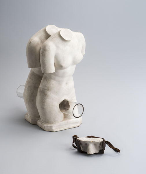 Genpei AKASEGAWA<br>&quot;Homology (woman),&quot; 1964, plaster, glass, 30 x 53 x 55 cm<br>&quot;Homology (camera),&quot; 1964, plaster, camera case, 16 x 9 x 8 cm<br>Photo: Nobutada OMOTE | SANDWICH
