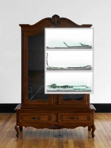 Mrs. Yuki《life-life-cabinet》2013年、ボールパイソン、ミクストメディア、195 x 130 x 55 cm撮影:山本 糾