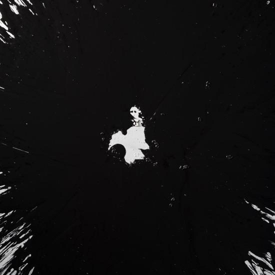 《0NE》(部分)2017年、アクリル、綿布、パネル、卵の殻(ガチョウ)、120 × 120 × 4.5 cm