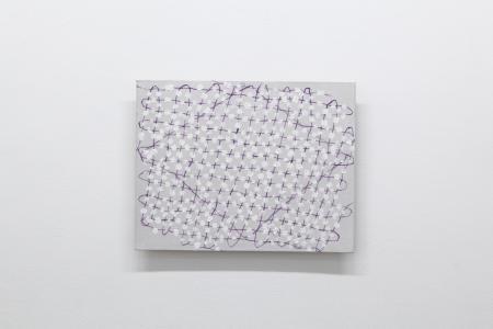 中西夏之《吊られた菱形 s.f.f - II》2005年、油彩、板、キャンバス、32 x 41 cm撮影:木奥恵三