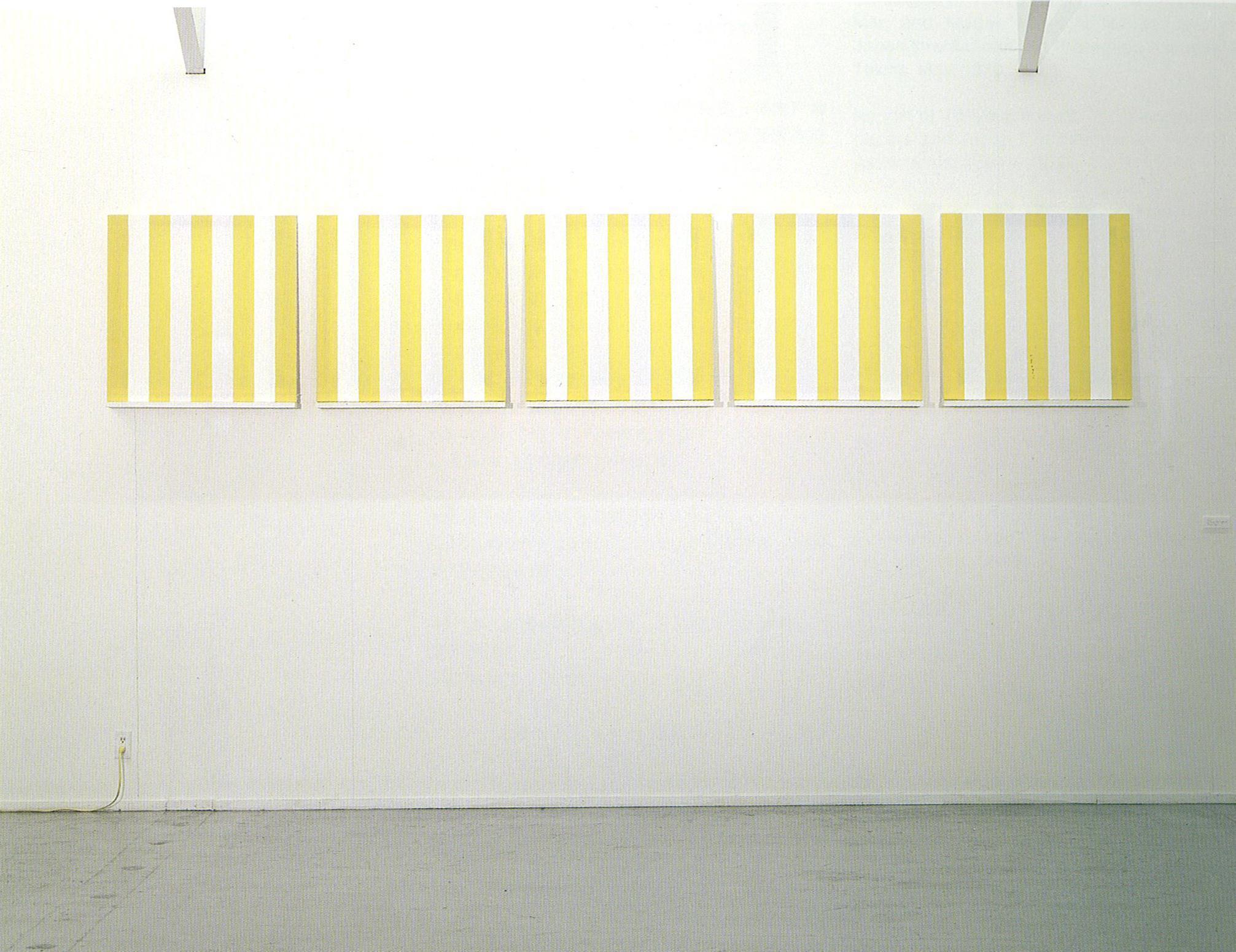 Daniel Buren'5 Elements' Tissu blanc et jauneLes deux bandes extremes blanches recouvertes de peinture acrylique blanche1989, White and yellow cloths and acrylic on canvas300 × 1350 cm (installation size) 78 × 78 cm × 5 pieces