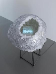 《ハローアストロ》2018年、ミクストメディア、120x 85 x 90 (cm) 撮影: 表恒匡